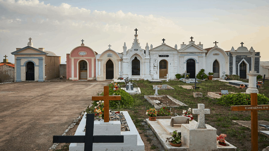 Graves With Crosses 900x506