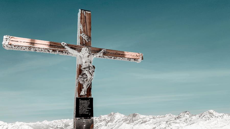 Jesus On The Cross Snowy Mountain 900x506
